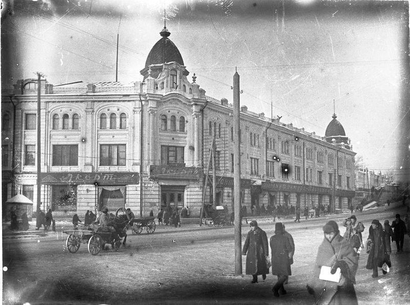 Улица Ленина. Магазин Акорт (бывший торговый дом Т-ва Овсянниковых и Ганшиных)