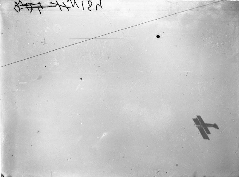 Летящий самолет 1930