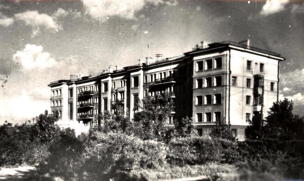 Жилой дом на пл. дзержинского 1957