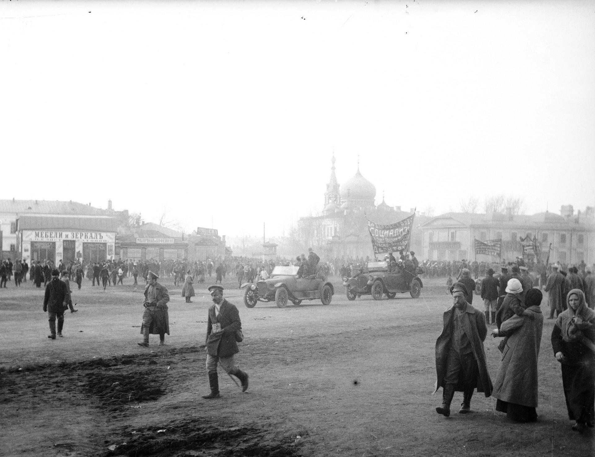 Омск в пору революционных событий 1917 - 1918 гг. на фотографиях М.И. Абросимова.