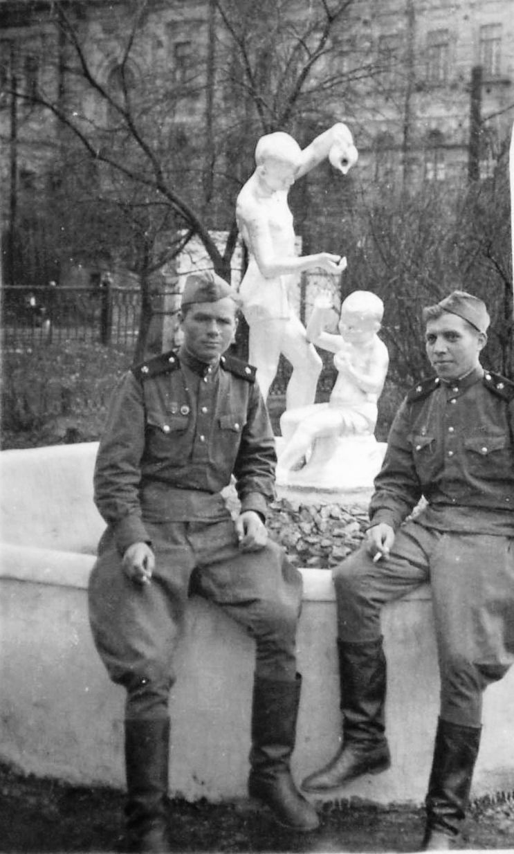 солдаты у фотана