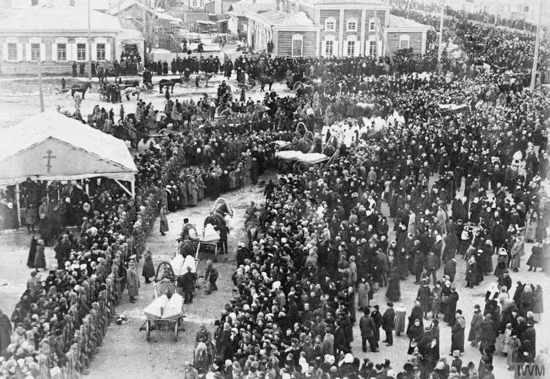 Burial of victims of the Bolshevik terror in Omsk, winter 1919.