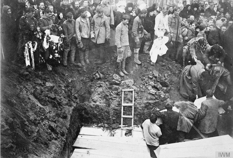 Burial of victims of Bolshevik terror in Omsk, winter 1919.
