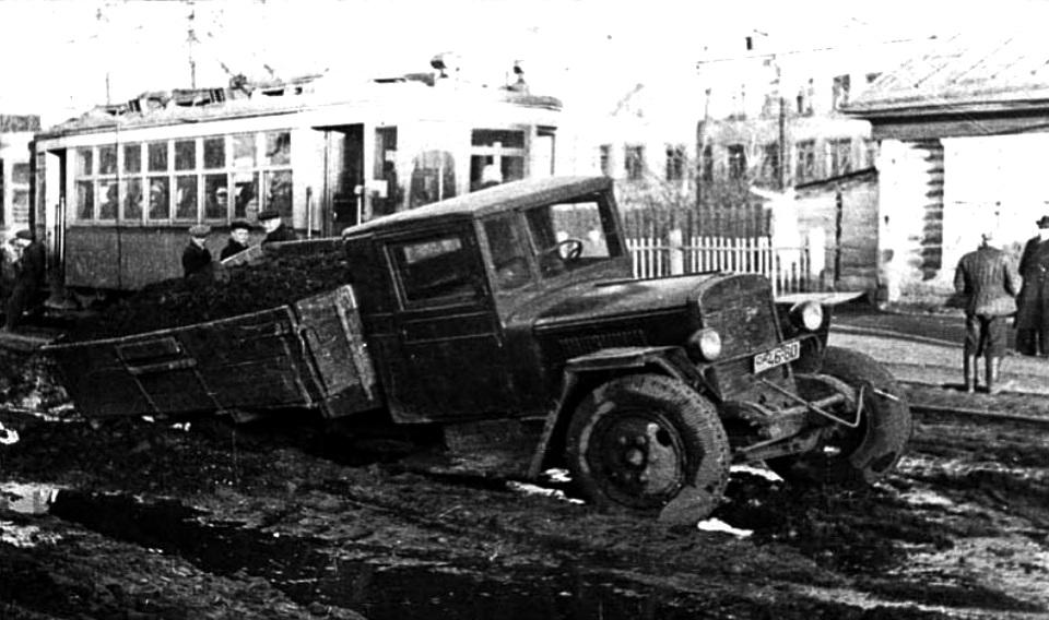С. 103 Горохов В грязи на ул. Орджоникидзе 1953