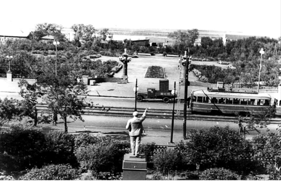 С. 105 Сквер 30-летия ВЛКСМ 1955