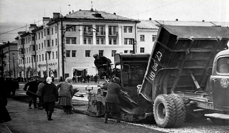 574 Асфальтрирование ул Мира 1960-е