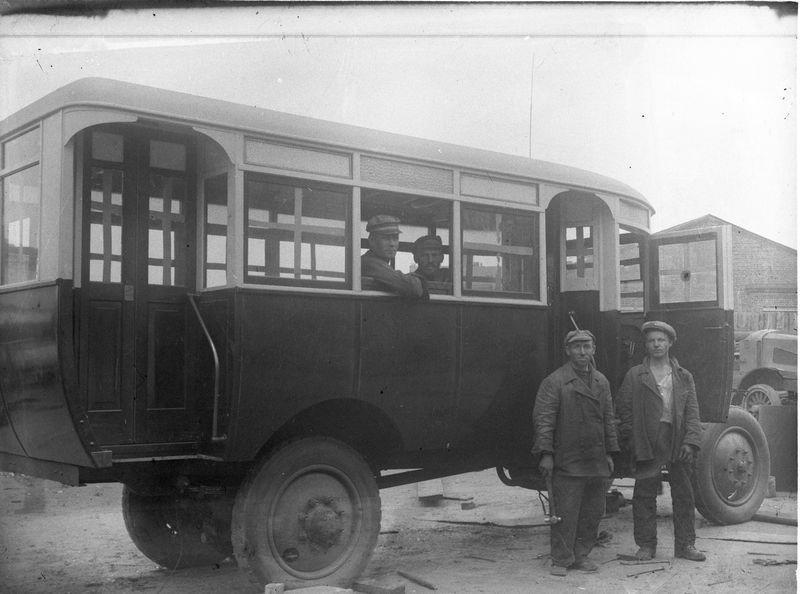 Автобус на улице Омска 1920-е 1
