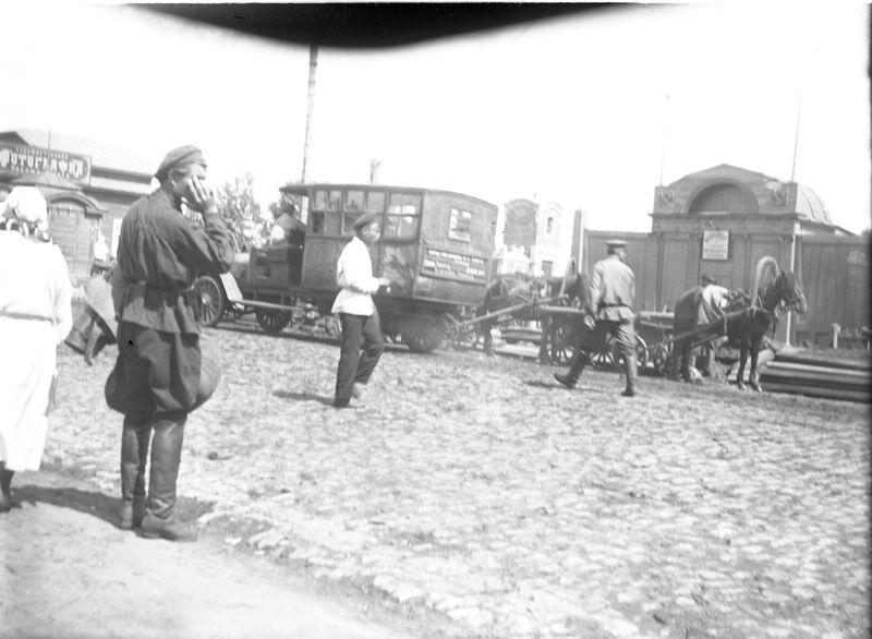 Улица Республики (бывшая Дворцовая). Вид на восточную сторону, у въезда на железный мост через Омь 1920-е