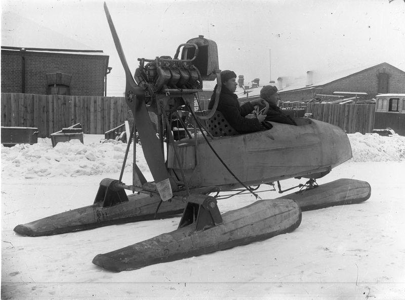 Аэросани на улице Омска 1920-е 1