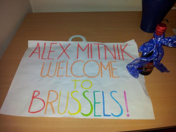 встреча в Брюсселе - табличка и вишневое пиво!