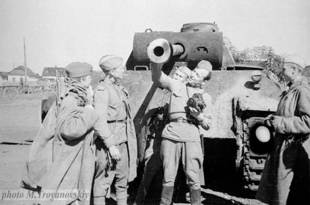 Фото М. Трояновского, 1944 год.