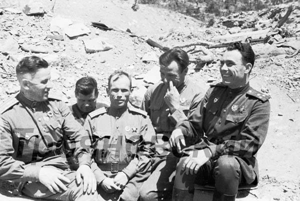 Брежнев, Малая земля, 1943 г., фото М.Трояновского.