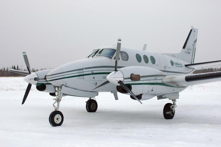 Beechcraft-C90_King_Air_Walsten_Air_C-GTWW_Big_Trout_Lake_Airport_Canada_CYTL
