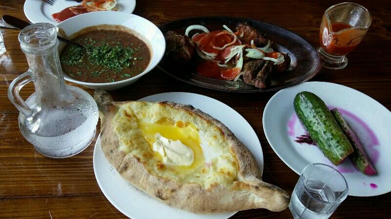 хачапури-лодочки в кафе «Нартаа»
