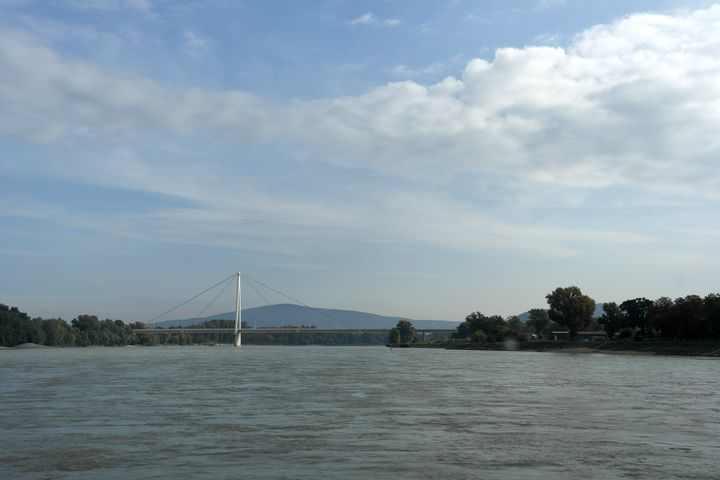 130927_03bratislava_donau_bridge
