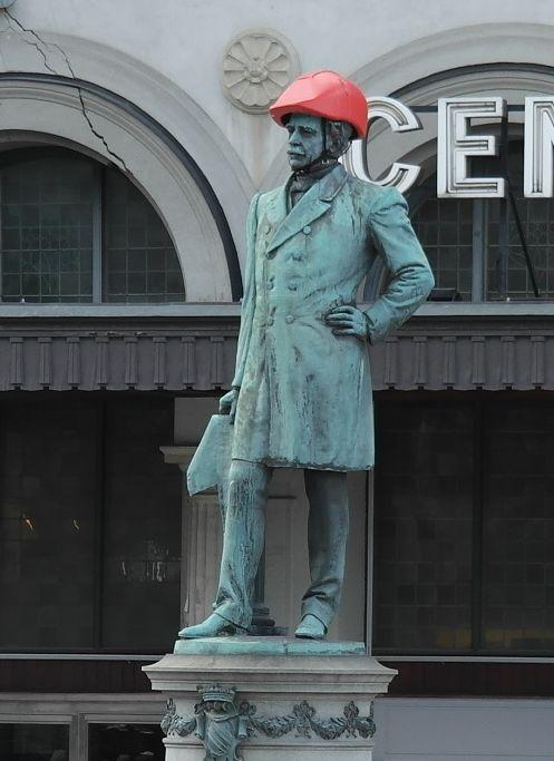 Стокгольм. ТБ - она для всех ТБ, даже для памятников