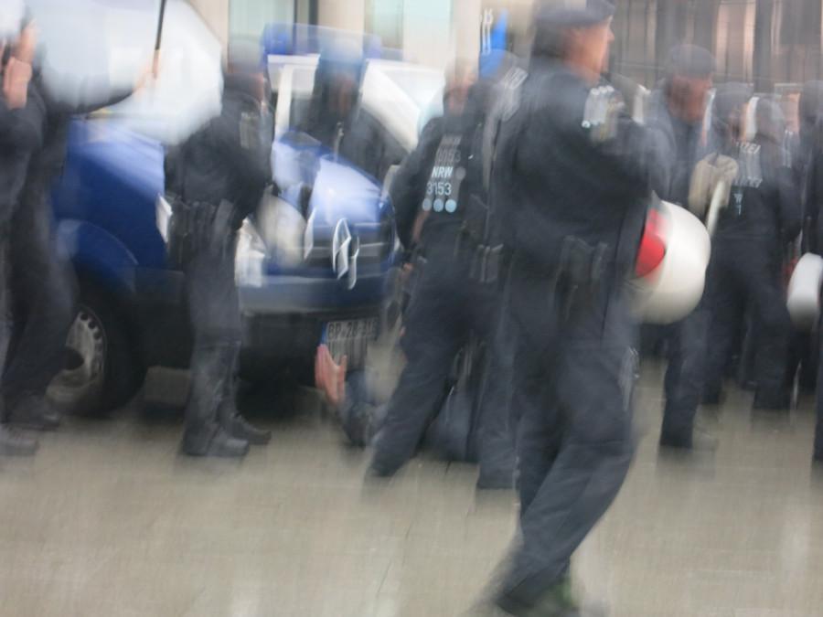 Эксклюзивчик - репортаж с сегодняшней демонстрации русскоязычных в Кельне. Какой же позор!!!!! IMG_3845