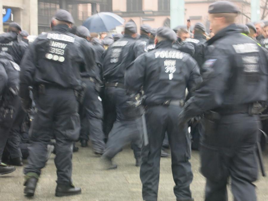 Эксклюзивчик - репортаж с сегодняшней демонстрации русскоязычных в Кельне. Какой же позор!!!!! IMG_3844