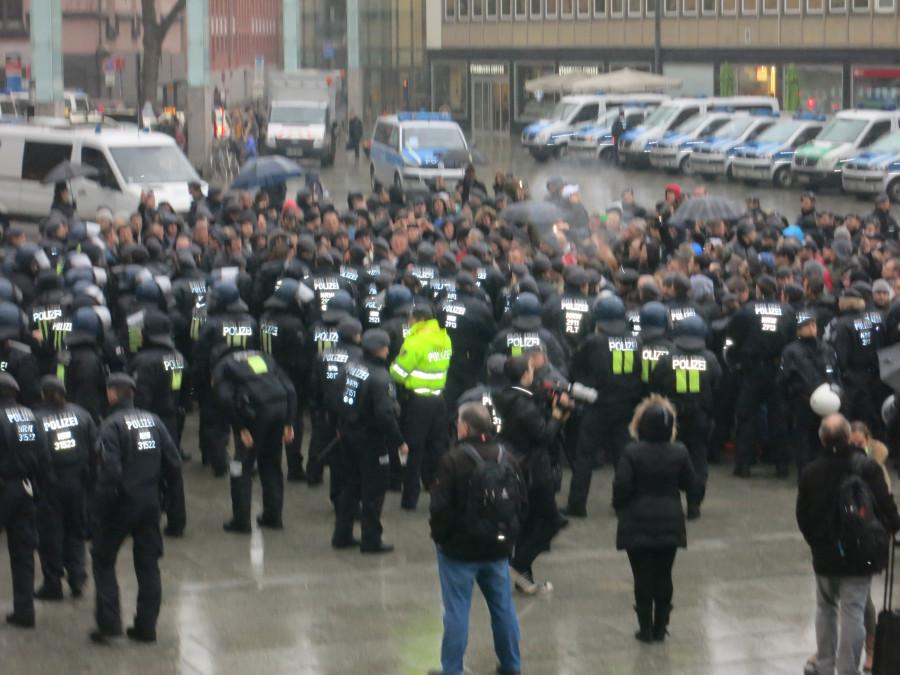 Эксклюзивчик - репортаж с сегодняшней демонстрации русскоязычных в Кельне. Какой же позор!!!!! IMG_3850