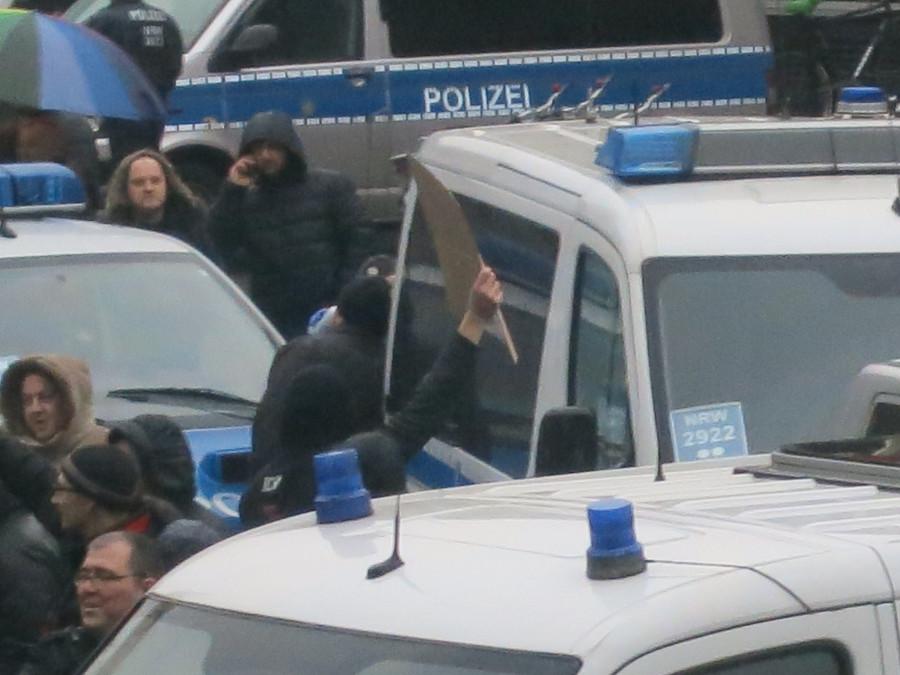 Эксклюзивчик - репортаж с сегодняшней демонстрации русскоязычных в Кельне. Какой же позор!!!!! IMG_3853
