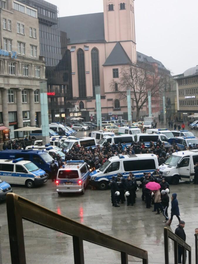 Эксклюзивчик - репортаж с сегодняшней демонстрации русскоязычных в Кельне. Какой же позор!!!!! IMG_3859