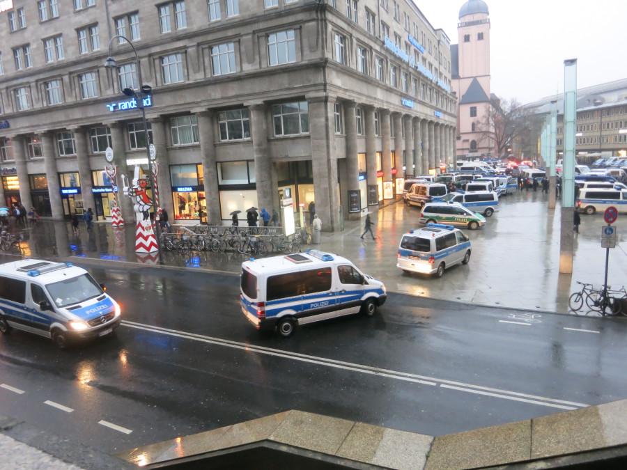 Эксклюзивчик - репортаж с сегодняшней демонстрации русскоязычных в Кельне. Какой же позор!!!!! IMG_3866