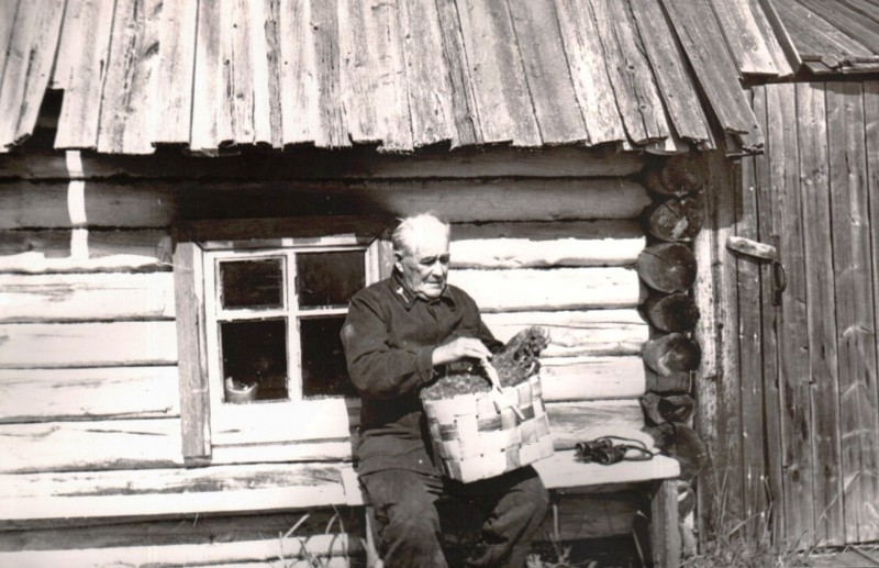 Меньшиков Алексей Яковлевич.Б.Ломнишный.Нач.70-х гг.Фото А.Брысова