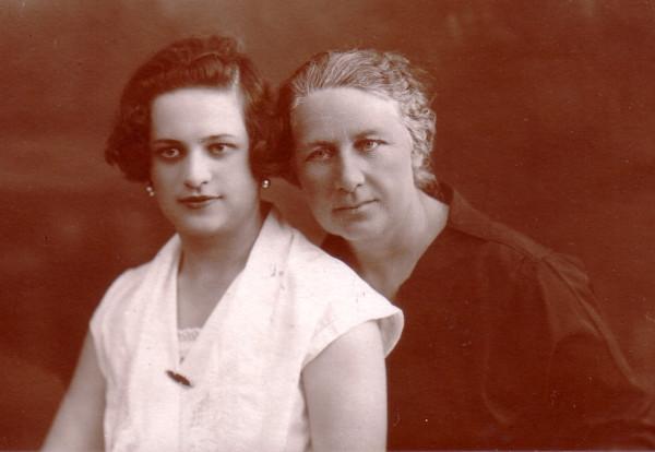 Женя Борисенко с мамой(21 и 49)