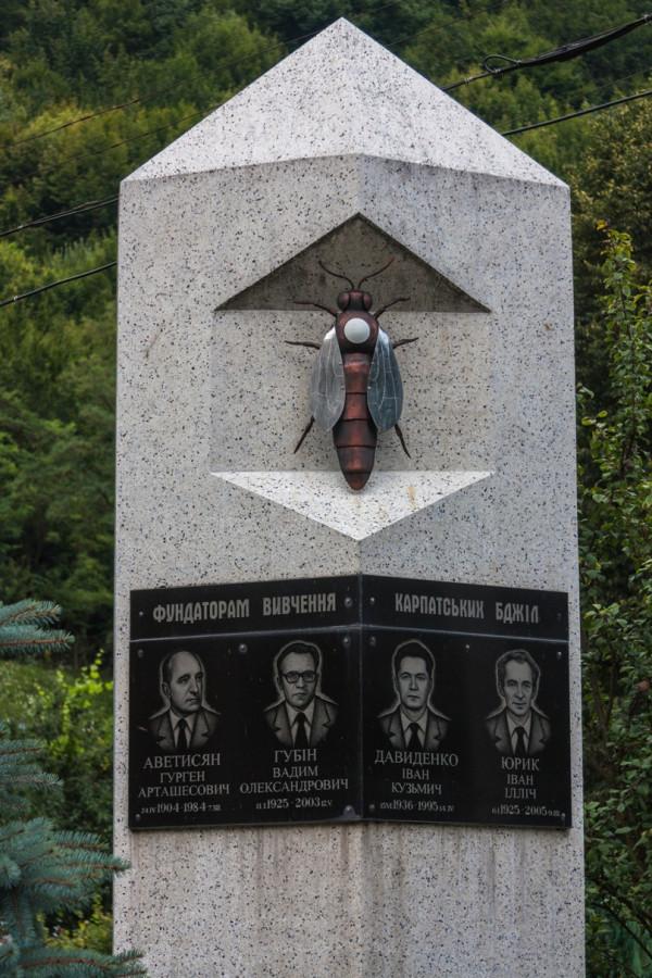 Заказать памятник на могилу недорого у центрі буковеля как хоронят татарских женщин