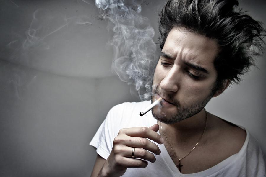 друзьями парень курит фото картинка это