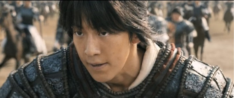 Корейцы известны своими кремами для лица и макияжем для мужчин, но зачем рекламировать в кино?