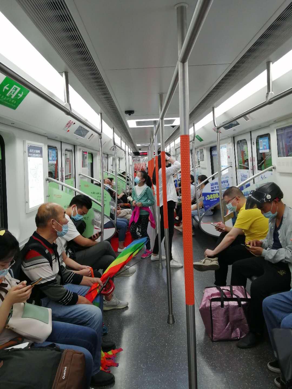 В метро без маски не пустят.