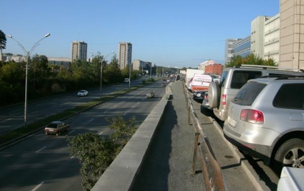 2-1_На мосту через ул.Серафимы Дерябиной (у 'Мегамарта')