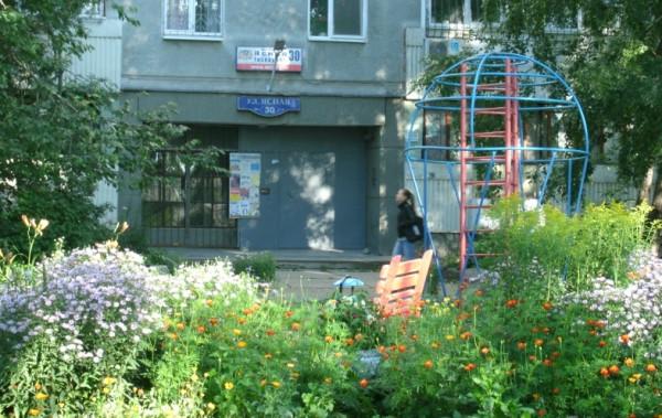 3-3_ Двор дома на ул. Ясная 30