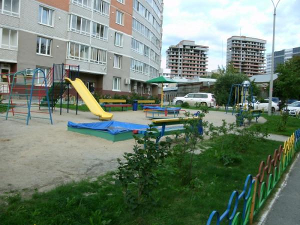 14-3_Двор на ул.Малышева 4б