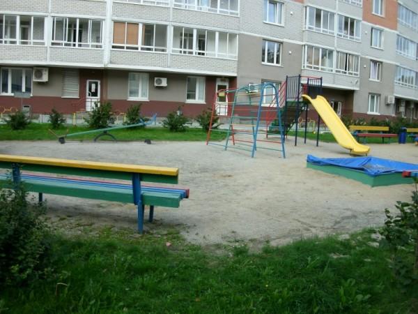 14-4_Двор на ул.Малышева 4б