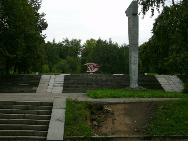 17-9_На задворках ЦПКиО (памятник мотоциклистам)