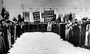 Манифестация у Петроградского арсенала (февраль 1917 года)