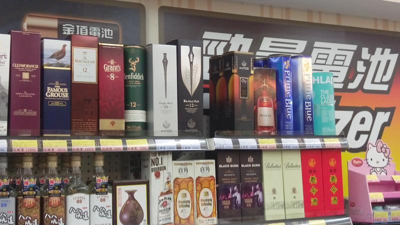 Ассортимент виски маленького провинциального продуктового магазинчика на Тайване сравним с ассортиментом некоторых специализированных алкогольных магазинов в Москве
