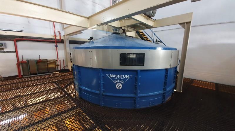 Чугунному заторному чану Глен Скошии более 100 лет, используются 3 «воды» - 66, 76 и 85 градусов. Последняя промывка (которая может повторяться дважды) используется как первая вода для следующего затора.