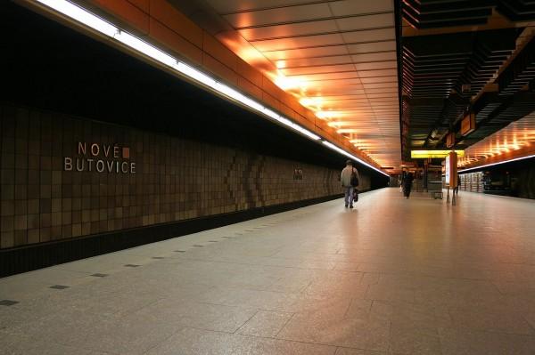 1280px-Praha_Metro_Nove_Butovice