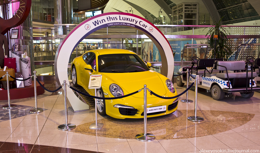 dibai_airport_car_832