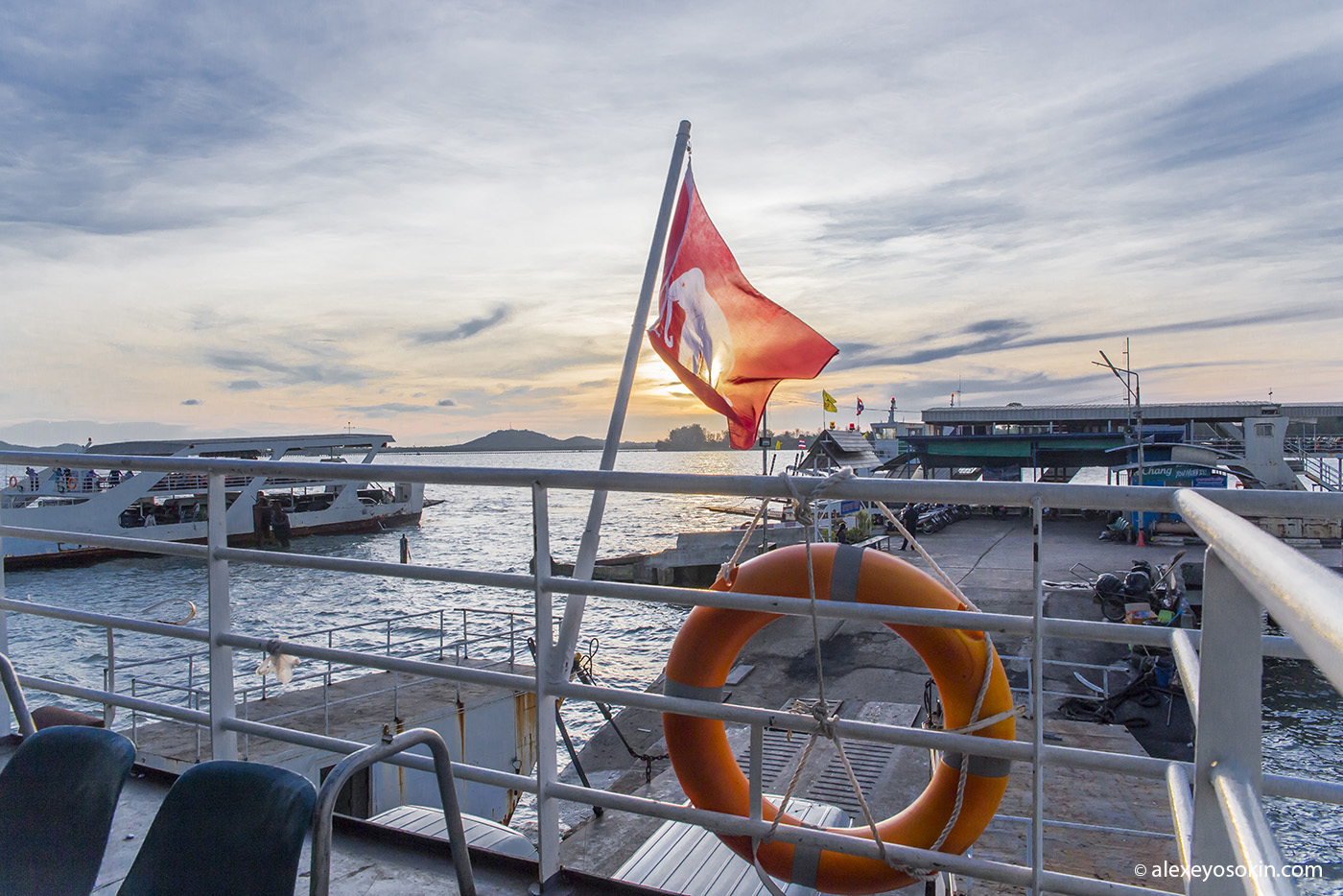 thai_ferry_1_ao