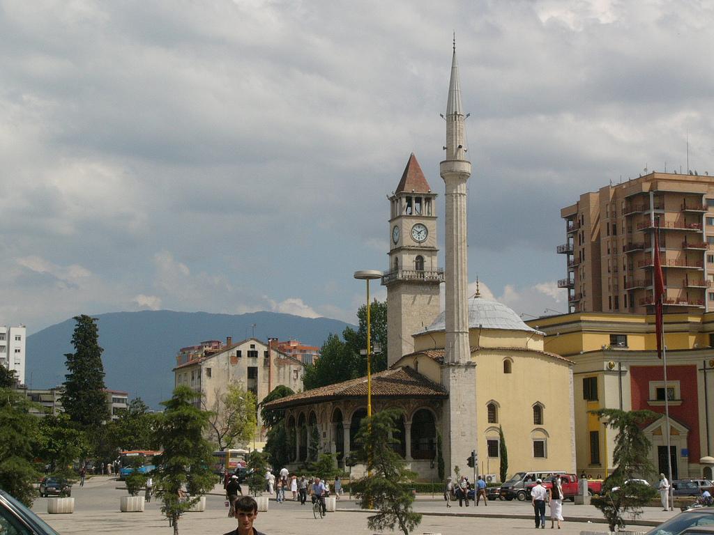 Мечеть_и_собор,_Тиран,_Албания