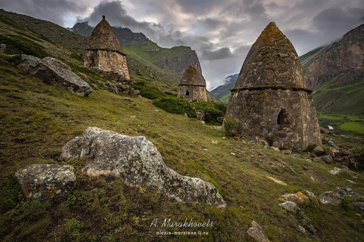 Кто живёт в «городах мёртвых» Кавказа?