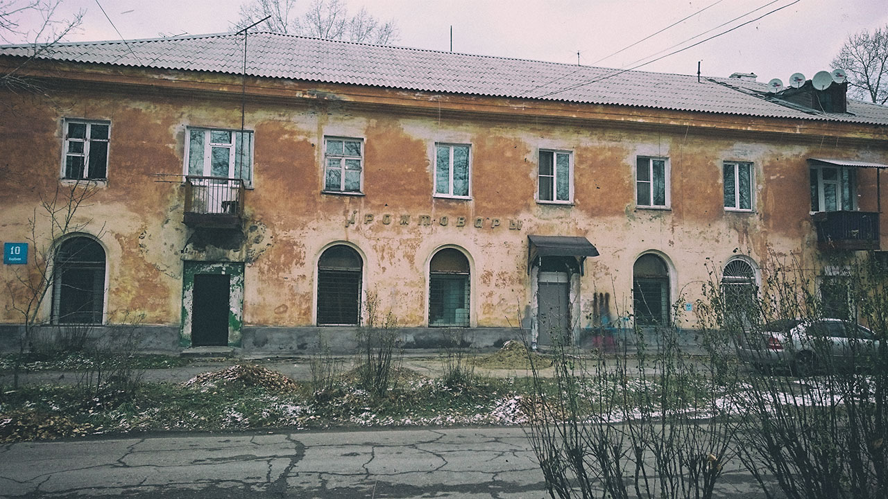 Бывший магазин промтоваров в Цемпоселке