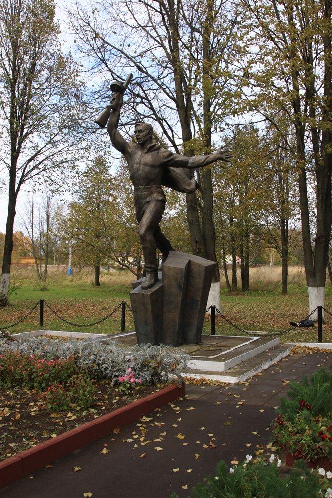 Памятник курсантам-кремлевцам в Яропольце