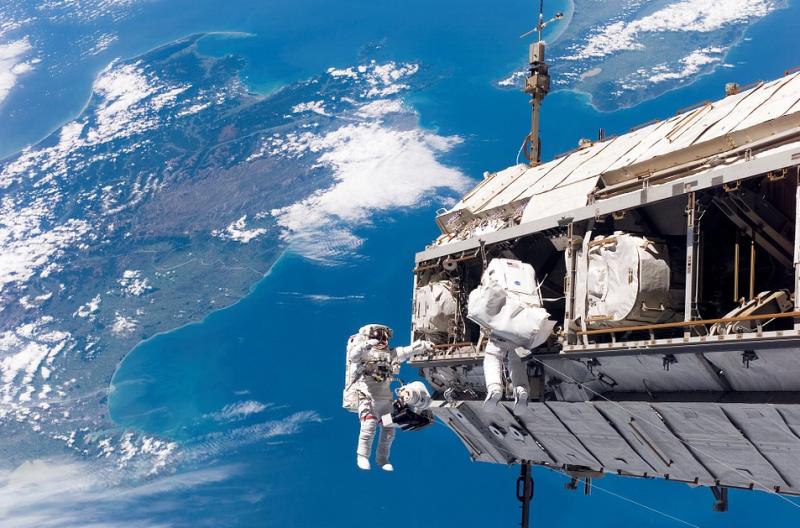 Российские космонавты бронируют места на американских ракетах