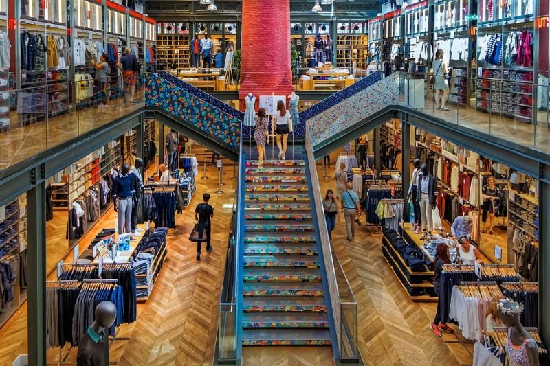 Торговым центрам ограничат количество покупателей