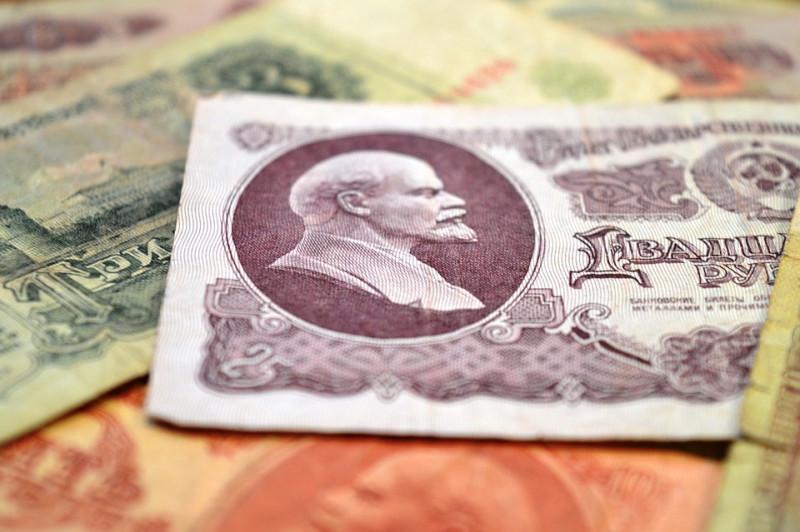 Трудности перевода, или российским компаниям невыгодно переходить на расчеты в рублях